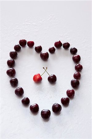 A heart made of sweet cherries Stock Photo - Premium Royalty-Free, Code: 659-06903773