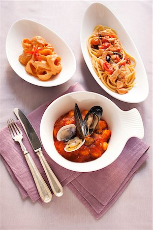 recipe - Spaghetti with leek sauce, bucatini with ricotta cream, and gnocchi with shellfish Stock Photo - Premium Royalty-Free, Code: 659-06903804