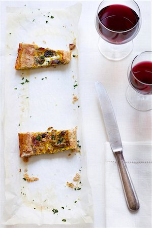rectangle - Torta rustica (savoury cake with mushrooms and Scamorza cheese, Italy) Stock Photo - Premium Royalty-Free, Code: 659-06903814
