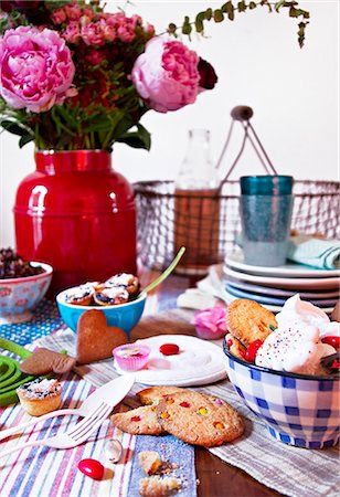 peony - Meringues, biscuits and mince pies Stock Photo - Premium Royalty-Free, Code: 659-06903812