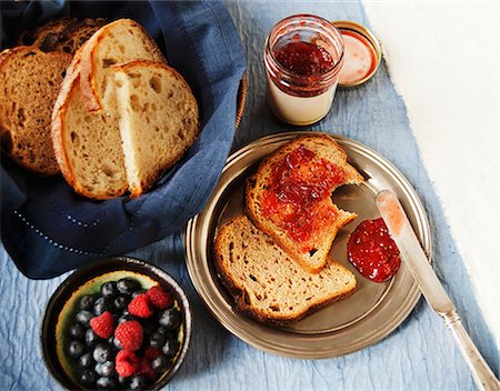 Bread with Jam, A Bowl of Fresh Berries and a Basket of Sliced Bread Stock Photo - Premium Royalty-Free, Code: 659-07026989