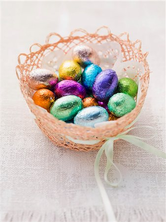 sweets - An Easter basket with chocolate eggs Stock Photo - Premium Royalty-Free, Code: 659-07027233