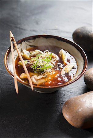 Ramen noodle soup with chicken (Japan) Stock Photo - Premium Royalty-Free, Code: 659-07027445