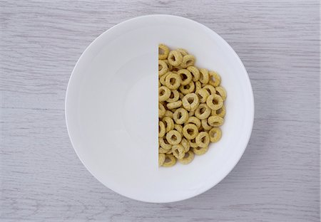 A halved portion of cereal hoops in a white bowl (view from above) Stock Photo - Premium Royalty-Free, Code: 659-07027557