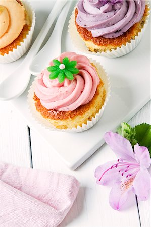decoration - Summery cupcakes Stock Photo - Premium Royalty-Free, Code: 659-07027645