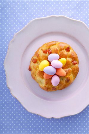 recipe - Yeast doughnut with marzipan eggs Stock Photo - Premium Royalty-Free, Code: 659-07027679