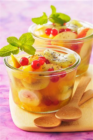 dessert - Summery fruit salad with mint Stock Photo - Premium Royalty-Free, Code: 659-07027769