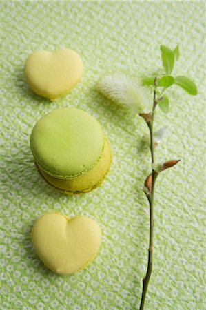 sweet - Lime macaroons, heart-shaped lemon macaroons and a willow catkin Stock Photo - Premium Royalty-Free, Code: 659-07028160