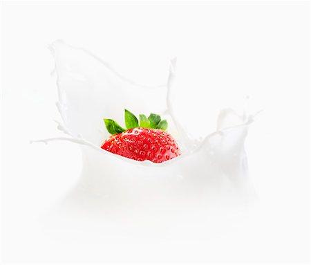 strawberries - Strawberry falling into milk Stock Photo - Premium Royalty-Free, Code: 659-07028243