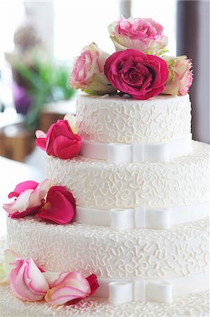 rose patterns - An elegant wedding cake decorated with fresh roses Stock Photo - Premium Royalty-Free, Code: 659-07028427