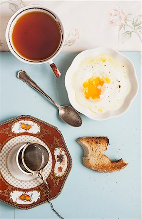 Hot tea with fried egg and toast Stock Photo - Premium Royalty-Free, Code: 659-07028571