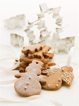 Gingerbread figures and cutters (Christmassy) Stock Photo - Premium Royalty-Free, Code: 659-07028703