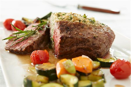 Roast beef with vegetables Stock Photo - Premium Royalty-Free, Code: 659-07028815