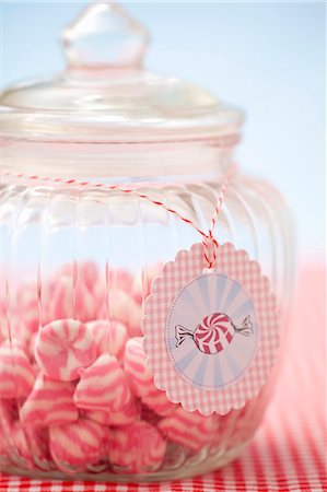 A jar of pink and white striped sweets Stock Photo - Premium Royalty-Free, Code: 659-07028855