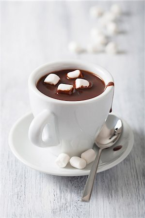 drink (non-alcohol) - A cup of hot chocolate with mini marshmallows Stock Photo - Premium Royalty-Free, Code: 659-07028869
