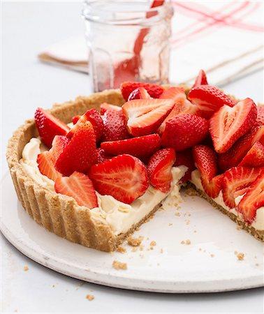strawberries - Strawberry Lemon Curd Tart Stock Photo - Premium Royalty-Free, Code: 659-07029001