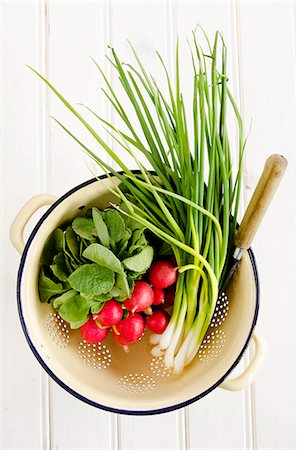spring background - Radishes and spring onions in an enamel colander against a white background Stock Photo - Premium Royalty-Free, Code: 659-07068877