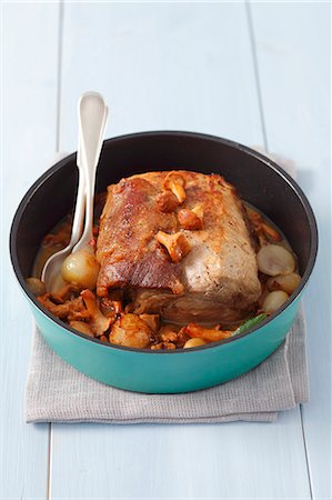 recipe - Pork loin braised with shallots and chanterelles Stock Photo - Premium Royalty-Free, Code: 659-07068893
