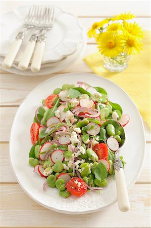 salad - Fat bean salad with radishes and cherry tomatoes Stock Photo - Premium Royalty-Free, Code: 659-07069072