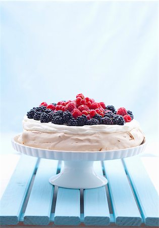 recipe - Berry pavlova on a cake stand Stock Photo - Premium Royalty-Free, Code: 659-07069184