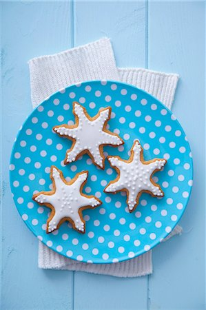 Three gingerbread stars garnished with icing Stock Photo - Premium Royalty-Free, Code: 659-07069205