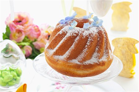 set - Babka (Easter cake, Poland) on an Easter table Stock Photo - Premium Royalty-Free, Code: 659-07069384