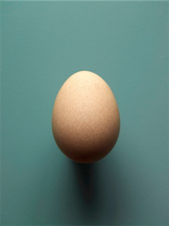 A brown hen's egg, size S Stock Photo - Premium Royalty-Free, Code: 659-07069427