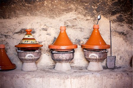 sale - Several tagine pots on small barbecue ovens Stock Photo - Premium Royalty-Free, Code: 659-07069475