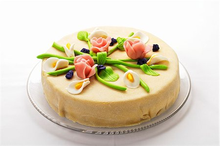 decoration - Elegant marzipan layer cake with marzipan flowers Stock Photo - Premium Royalty-Free, Code: 659-07069563