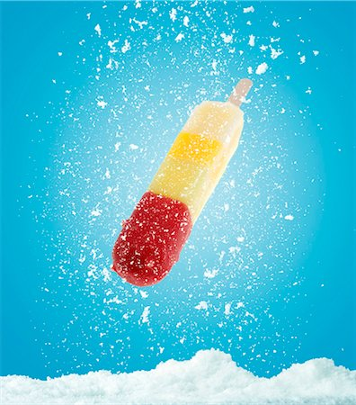 snow - A fruit ice lolly with snow Stock Photo - Premium Royalty-Free, Code: 659-07069647