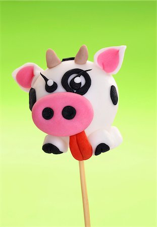 A cake pop decorated to look like a cow Stock Photo - Premium Royalty-Free, Code: 659-07069663
