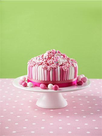recipe - Pink and white layer cake for Easter Stock Photo - Premium Royalty-Free, Code: 659-07069874