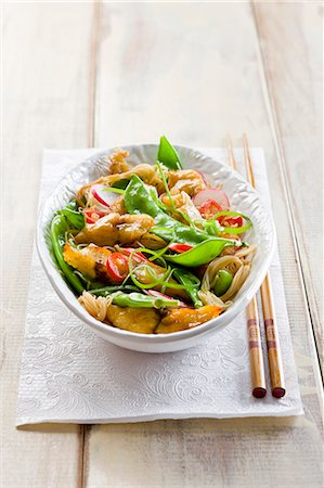 recipe - Chicken stirfry with sugar snap peas and noodles Stock Photo - Premium Royalty-Free, Code: 659-07597120