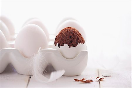 surprised - Chocolate cakes in an eggshell Stock Photo - Premium Royalty-Free, Code: 659-07597186