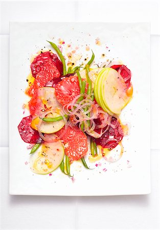 salad - Vegetable salad with apple, grapefruit and onions Stock Photo - Premium Royalty-Free, Code: 659-07597294