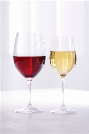 Glass of red wine and glass of white wine Stock Photo - Premium Royalty-Free, Code: 659-07597298