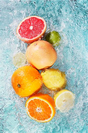 Assorted citrus fruits in water Stock Photo - Premium Royalty-Free, Code: 659-07597429