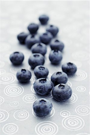 Fresh blueberries lying on a patterned tablecloth (close-up) Stock Photo - Premium Royalty-Free, Code: 659-07597738