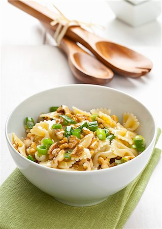 recipe - Pasta salad with chopped walnuts and spring onions Stock Photo - Premium Royalty-Free, Code: 659-07597798