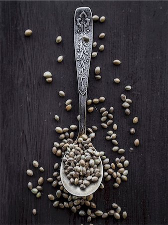 Cannabis grains on a teaspoon. Stock Photo - Premium Royalty-Free, Code: 659-07598273