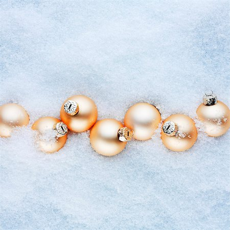 Apricot-coloured Christmas baubles in the snow Stock Photo - Premium Royalty-Free, Code: 659-07598317