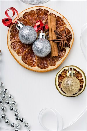 Dried fruit, cinnamon sticks, star anise and Christmas tree baubles Stock Photo - Premium Royalty-Free, Code: 659-07598362