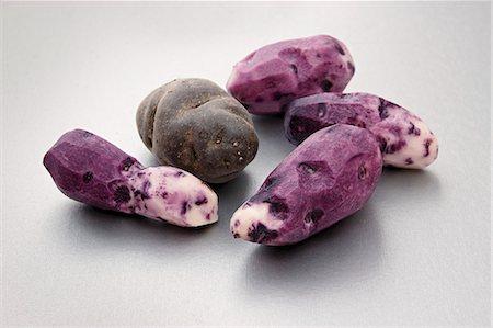 purple - Purple Vitelotte potatoes, peeled and unpeeled Stock Photo - Premium Royalty-Free, Code: 659-07598488