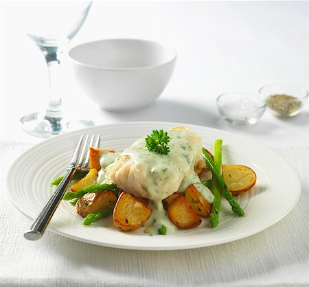 recipe - Cod in parsley sauce with fried potatoes and asparagus Stock Photo - Premium Royalty-Free, Code: 659-07598482