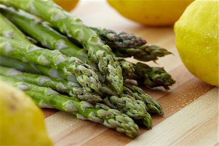 fresh - Asparagus and Lemon Stock Photo - Premium Royalty-Free, Code: 659-07598518