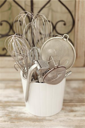 Assorted kitchen utensils in a ceramic pot Stock Photo - Premium Royalty-Free, Code: 659-07598587