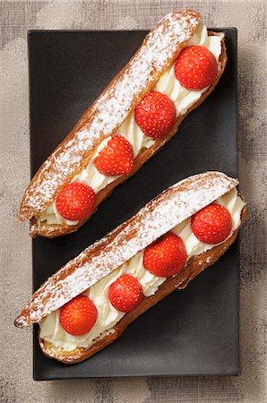 puff - Eclairs with cream and strawberries Stock Photo - Premium Royalty-Free, Code: 659-07598705