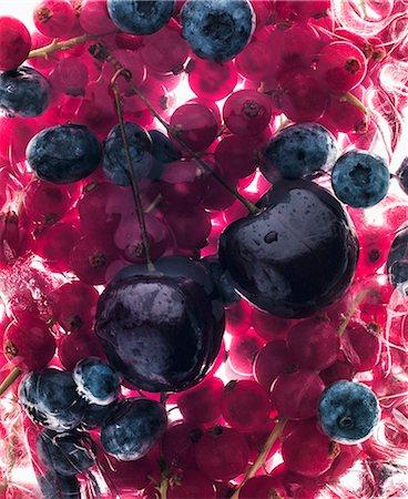strawberries - Cherries, blueberries and strawberries Stock Photo - Premium Royalty-Free, Code: 659-07599371