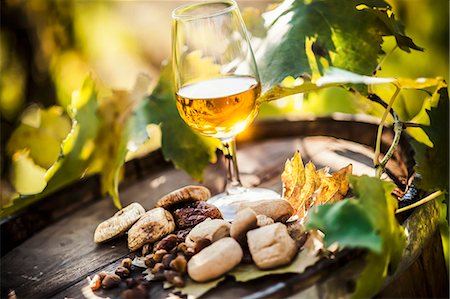 Passito di Pantelleria (dessert wine, Italy) Stock Photo - Premium Royalty-Free, Code: 659-07609643