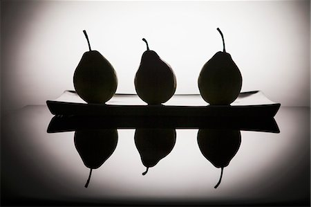 silhouette black and white - Black silhouettes of pears on a plate, and reflection Stock Photo - Premium Royalty-Free, Code: 659-07609704